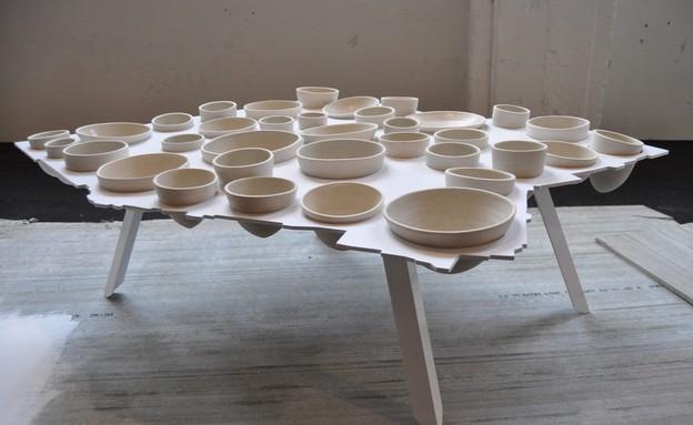 טריאנלה, שולחן (2) של עזרי טרזי (צילום: טל ימין)