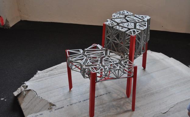 טריאנלה, שולחן (3) של עזרי טרזי (צילום: טל ימין)