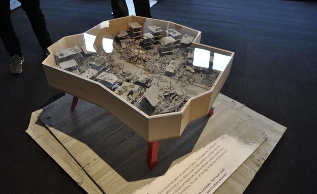 טריאנלה, שולחן חלב של עזרי טרזי (צילום: טל ימין)