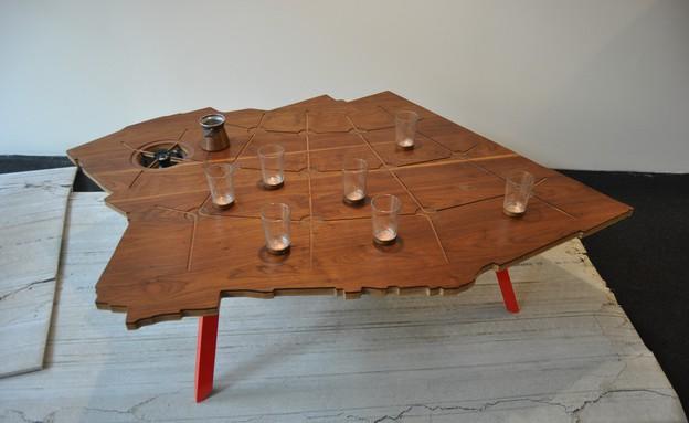 טריאנלה, שולחן מנגן של עזרי טרזי (צילום: טל ימין)
