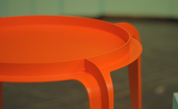 טריאנלה, שולחן של סטודיו  בייקרי (צילום: טל ימין)