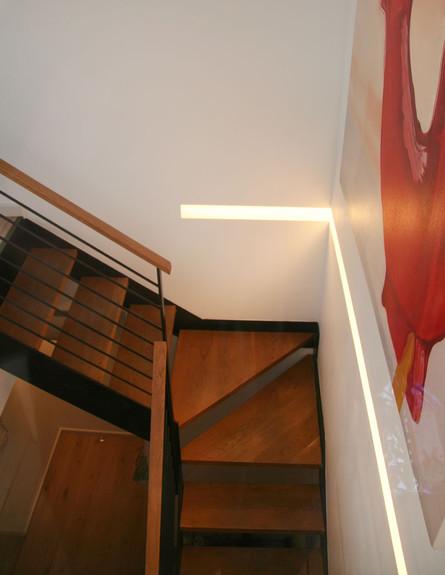 מדרגות גובה (צילום: אריאל ליפשיץ)