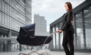 אמא קרייריסטית תינוק (צילום: Shutterstock)