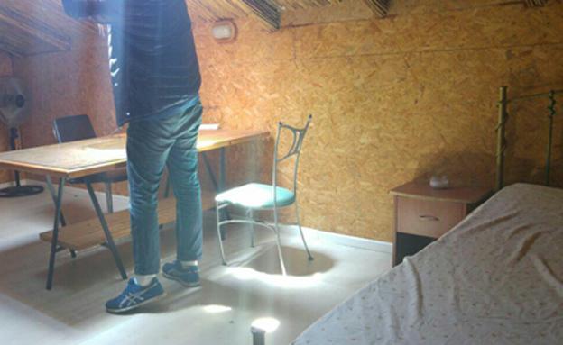 אין חלונות, רק פתח בתקרה (צילום: חדשות 2)