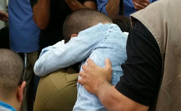 החייל ותומכיו בבית המשפט, היום (צילום: עזרי עמרם, חדשות 2)
