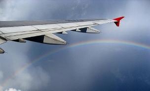 מטוס מעל הקשת (צילום: Londo Mollari, flickr)
