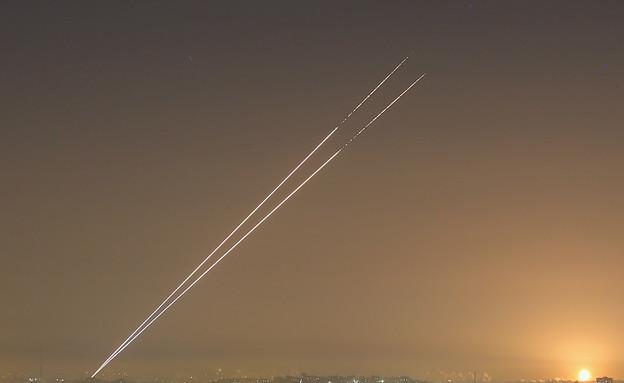 שיגור רקטות מעזה לישראל במהלך מבצע עמוד ענן (צילום: Christopher Furlong, GettyImages IL)