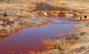 נהר ריו טינטו בספרד (צילום: Jose Arcos Aguilar, Shutterstock)