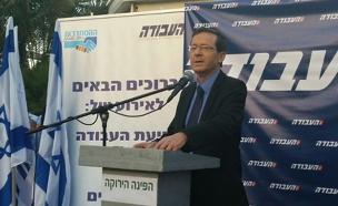 יצחק בוז'י הרצוג באירוע של מפלגת העבודה (צילום: חדשות 2)