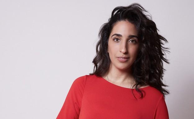אלמה דישי שמלה אדומה מבט רציני (צילום: הילה שייר, צילום: הילה שייר)