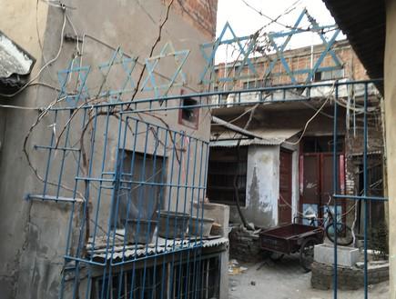 הכניסה לביתה של אסתר ולמקום בו עמד בעבר בית הכנסת
