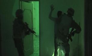 תיעוד מיוחד: ליל מעצרים בקלנדיה (צילום: חדשות 2)