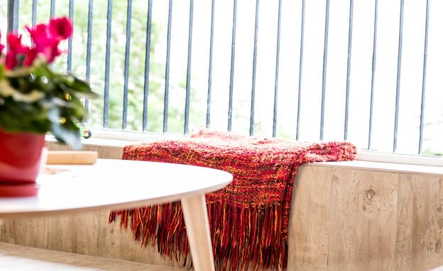 שולחן (צילום: עדי לם)