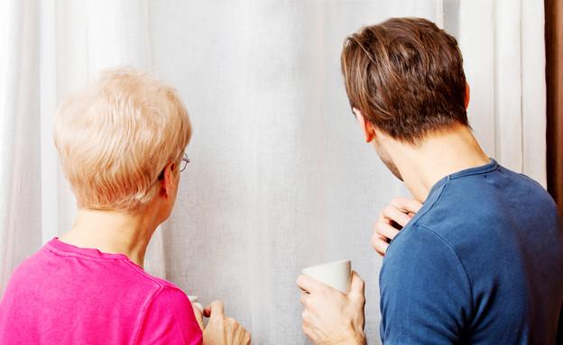 כאן גרים בכיף: סטודנט בן 26 וניצולת שואה בת 84 (אילוסטרציה: Shutterstock)