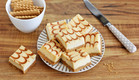 קוביות עוגת גבינה וריבת חלב (צילום: ענבל לביא, אוכל טוב)