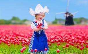 ילדה בשדה פרחים אמסטרדם ארקיע (צילום: Shutterstock)