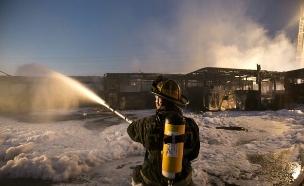 שריפה בחניון של חברת דן (צילום: דודו בכר, TheMarker)