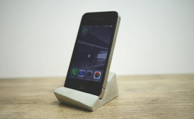 תעשייתי 03, מעמד לטלפון נייד, מחיר-78 שקל (צילום: ShabibiSheepWorks)