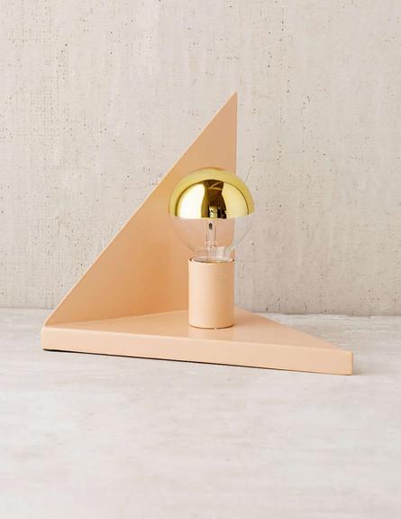 גיאומטרי 03, מנורת שולחן, מחיר-133 שקל (צילום: urbanoutfitters.com)