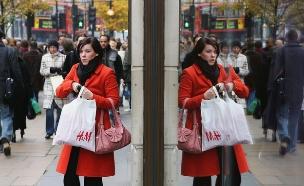 קונים ברחוב אוקספורד בלונדון (צילום: Scott Barbour, GettyImages IL)