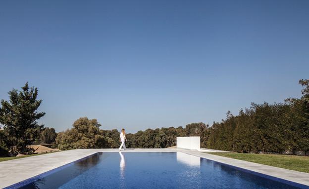 בריכת שחייה שתוכננה כבריכת גלישהסטודיו לוי חמיצר 17 (צילום: עמית גירון)