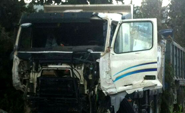 זירת התאונה הקשה (צילום: איחוד הצלה, משה ג'מוס, ירון פרג'ין)
