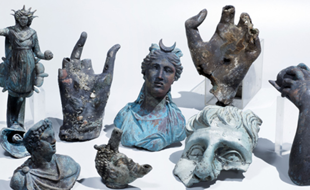 פסלוני אלים שנמצאו (צילום: רשות העתיקות)