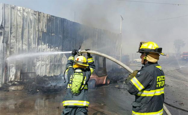 שריפה בי-ם: קטע מכביש 1 נסגר (צילום: דוברות כבאות והצלה ירושלים)