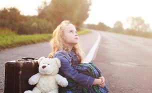 ילד בשדה תעופה (צילום: Shutterstock)