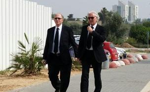 פרקליטיו של קצב ציון אמיר ויהושע רזניק (צילום: עזרי עמרם, חדשות 2)
