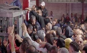 פלסטינים במחסומים (צילום: חדשות 2)