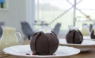כדור שוקולד נפתח (צילום: דניאל בר און, בייק אוף ישראל)