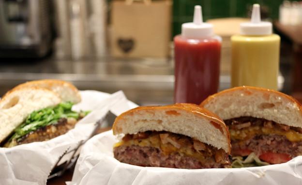 ויטרינה לילנבלום המבורגר ריבת בייקון צ'דר (צילום: ג'רמי יפה, אוכל טוב)