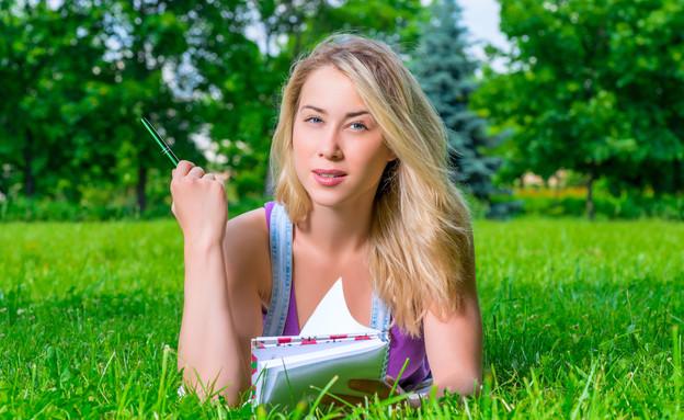 תלמידה סטונדטית (צילום: Shutterstock, מעריב לנוער)