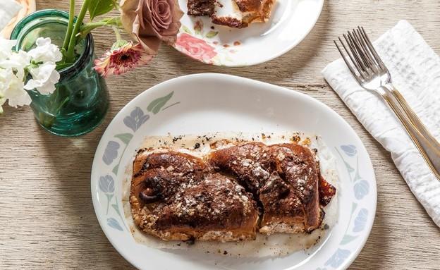 עוגת חלה וממרח אגוזי לוז (צילום: אפיק גבאי, סטיילינג: דיאנה לינדר)