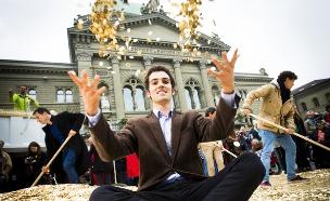 מחאה של תומכי הכנסת בסיס בברן, שוויץ (צילום: Stefan Bohrer, flickr)
