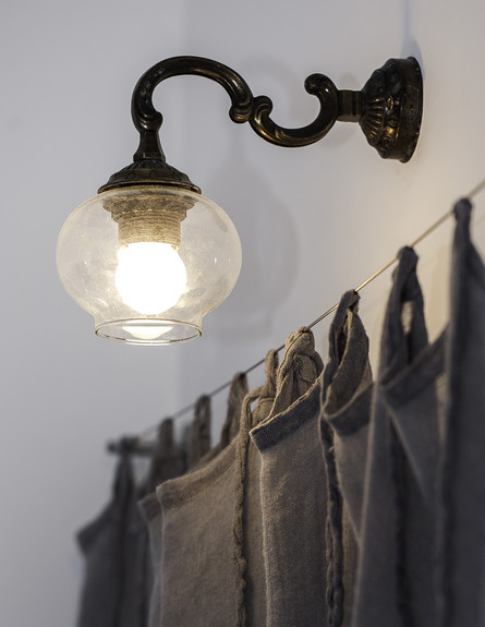 עליית הגג של ג'וד, ג, מנורה (צילום: אפרת נימרוד)