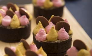 טארטלט מסטיק, שוקולד ובננה (צילום: רועי ברקוביץ, אוכל טוב)