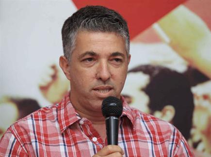 רמי כהן. מגונן על אמיר-יניב (אלן שיבר) (צילום: ספורט 5)