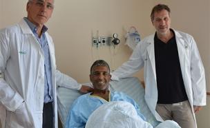 """ד""""ר אביתר נשר, המושתל ופרופ' איתן מור (צילום: בית החולים בילינסון)"""
