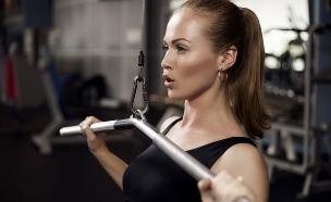 אישה בחדר הכושר (צילום: Shutterstock/OPOLJA)