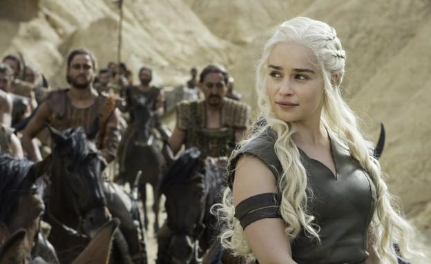 אמיליה קלארק (דאינריז טאגאריין) ב'משחקי הכס' עונה  (צילום: באדיבות HBO יחסי ציבור)