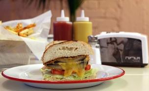 ויטרינה לילנבלום המבורגר צמחוני פורטבלו וגבינה (צילום: ג'רמי יפה, אוכל טוב)