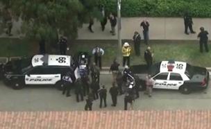 שוטרים בזירת הירי, הערב (צילום: CNN)