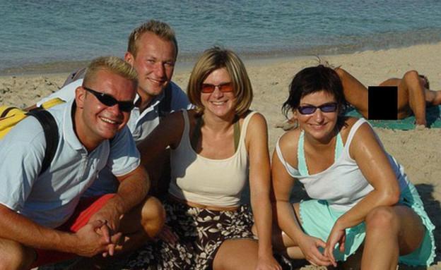 מבוכה בחוף (צילום: awkwardfamily photos)