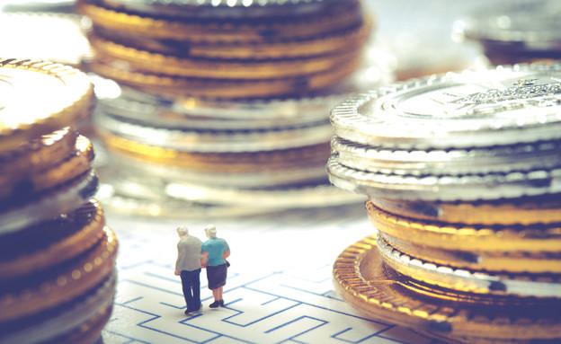 זוג מבוגר מנסה למצוא את דרכו במבוך (אילוסטרציה: Shutterstock)