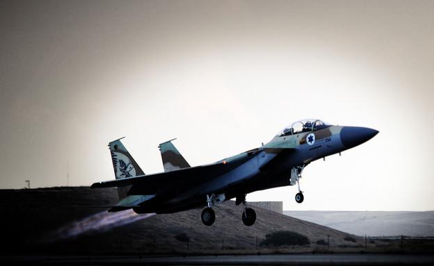 """מטוס f16 ממריא (צילום: דובר צה""""ל)"""