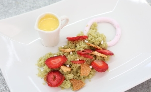 קינוח פיסטוק ופטל עם צ'יפס תותים (צילום: עופר וקנין, בייק אוף ישראל)