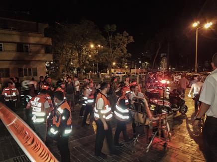 זירת הפיגוע, אתמול (צילום: מוטי קרליץ / פלאש 90)