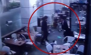 תיעוד פיגוע הירי במתחם שרונה (צילום: חדשות 2)